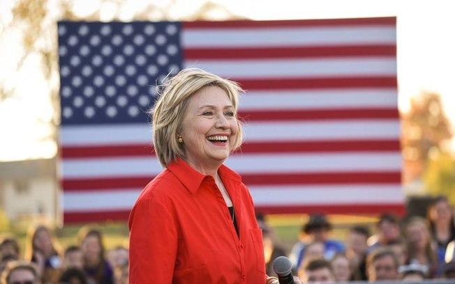 Hillary Clinton sorrindo em campanha