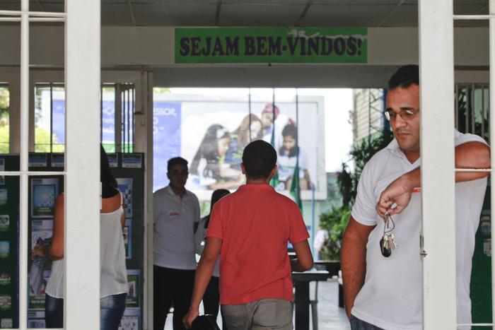 Candidatos entrando no colégio Dáulia Bringel