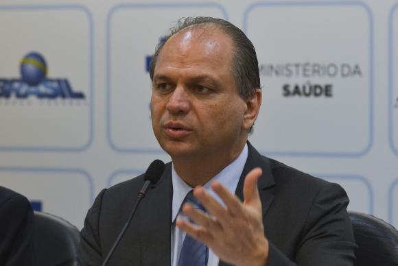 Ministro discursando