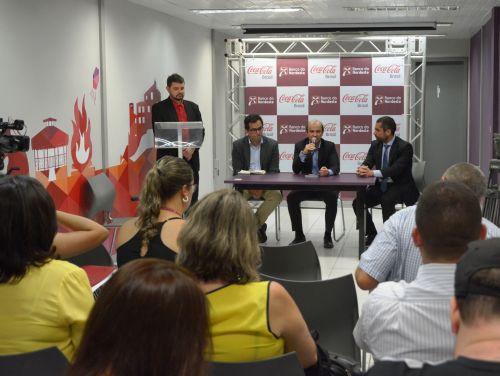 Na foto, Pedro Massa, diretor de Valor Compartilhado da Coca-Cola Brasil, Marcos Holanda, presidente do BNB, e Fábio Acerbi, diretor de relações externas da Solar Coca-Cola, falam à imprensa