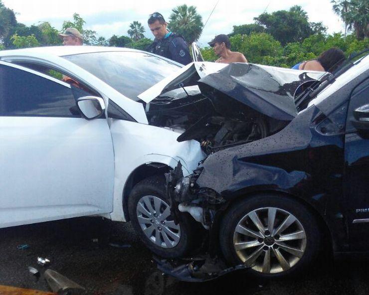 Carros após colisão
