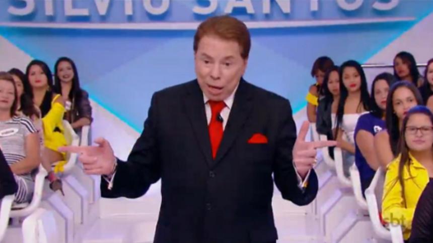 Na imagem, Silvio Santos apresenta seu programa no SBT