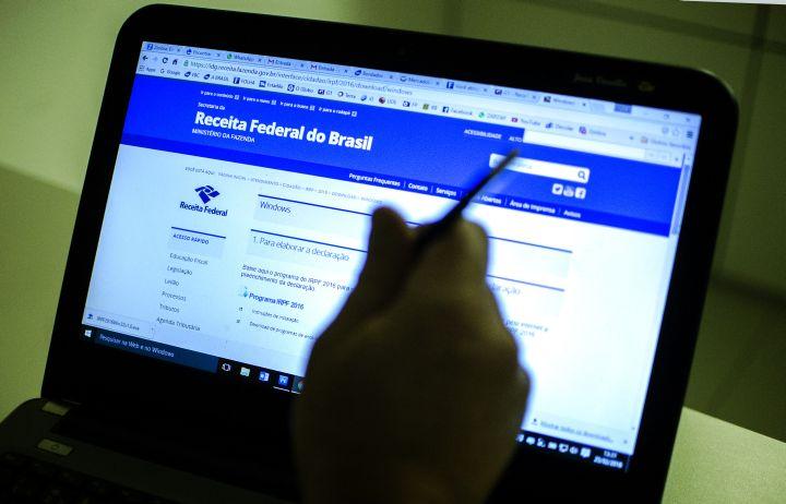 Página da Receita em tela de computador. (Marcelo Camargo/Agência Brasil)