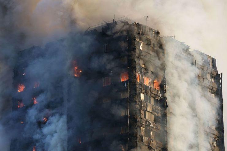 Prédio em chamas em Londres