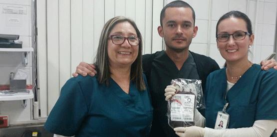 Equipe que realizou o transporte e a transfusão do sangue na Colômbia