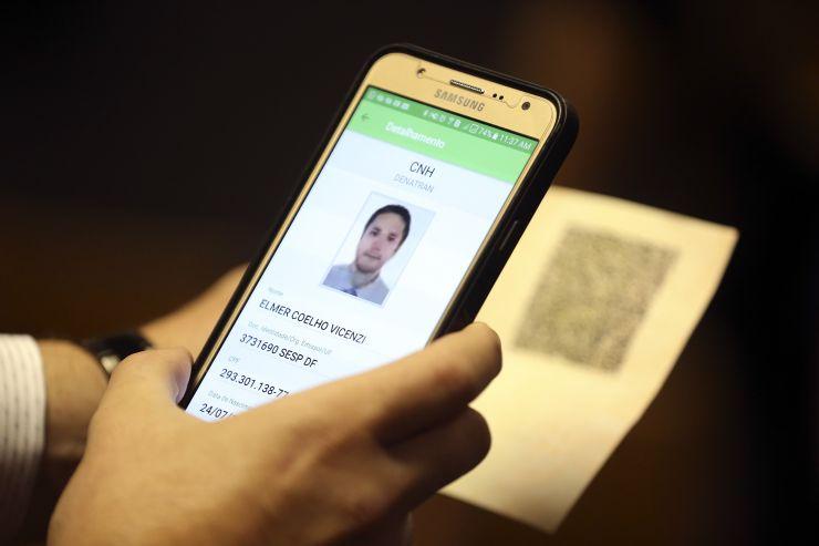 CNH no celular