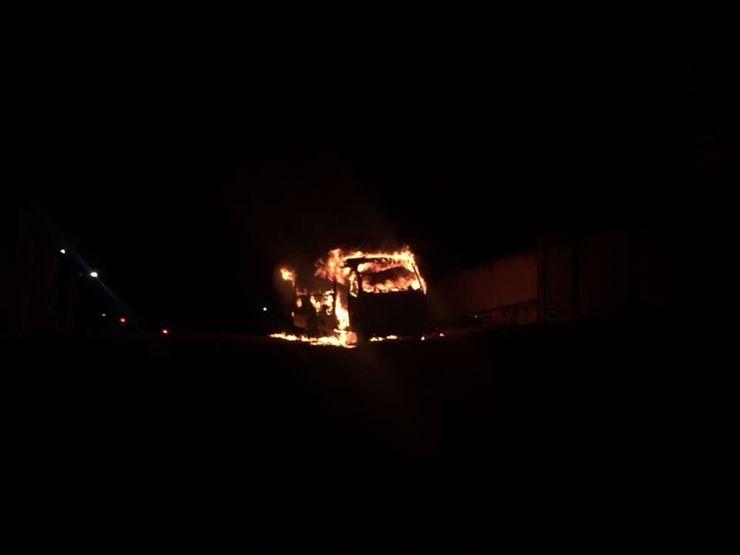 ônibus pegando fogo