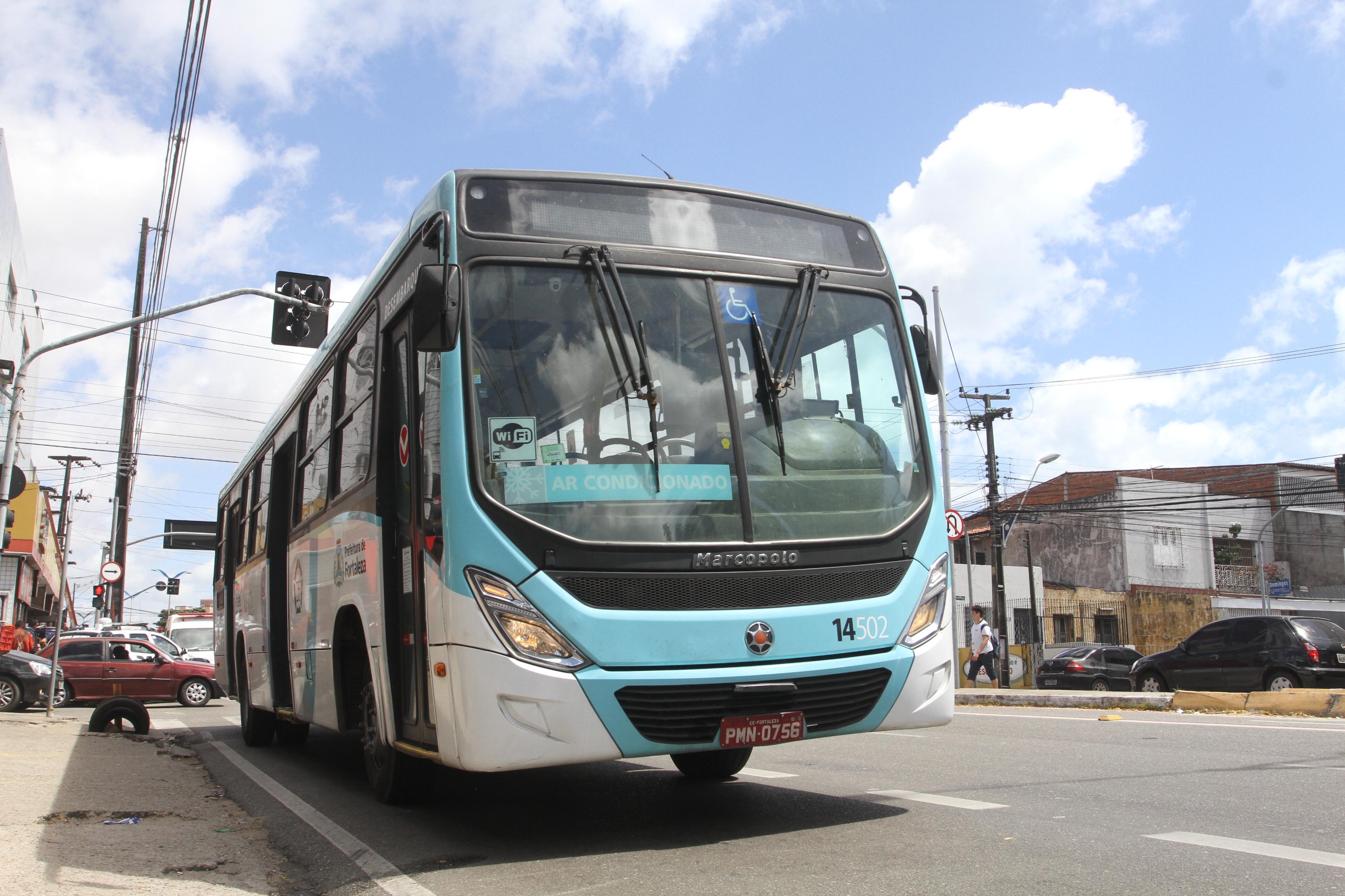 Ônibus envolvido no acidente