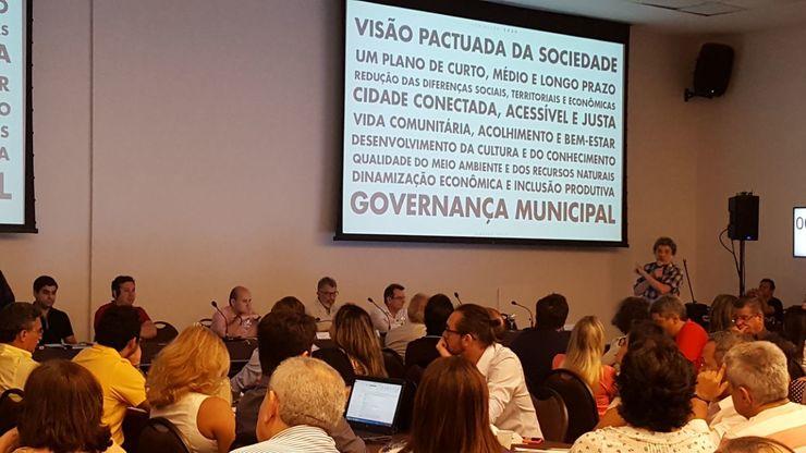 Fausto Nilo com gestores municipais na reunião do Fortaleza 2040