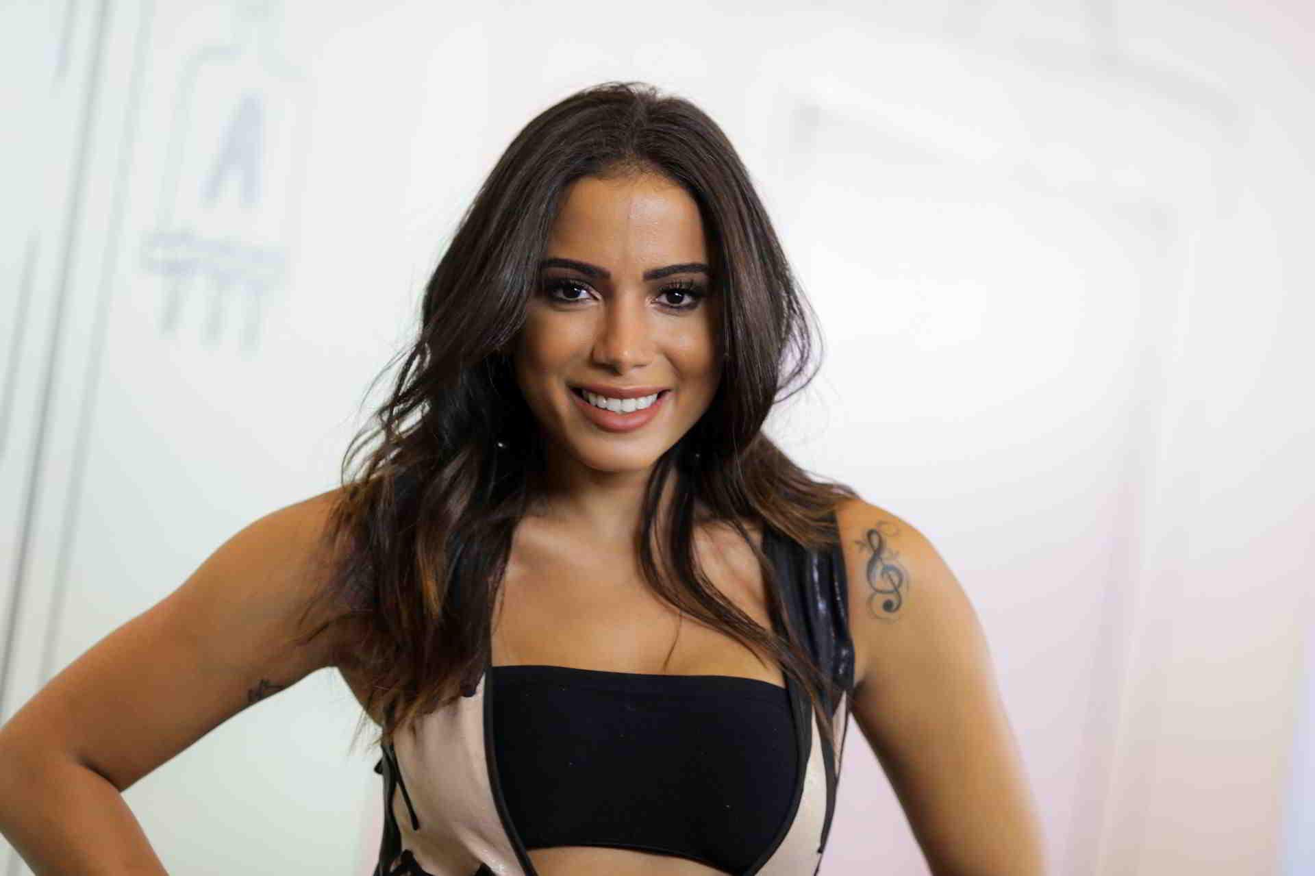 Anitta é multada em mais de R$ 2,8 milhões por quebra de contrato