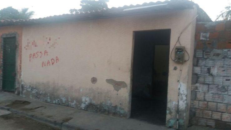 Um grupo teria invadido a casa, no bairro bom Jardim, e cometido os crimes (Foto: Jéssika Sisnando/O POVO)