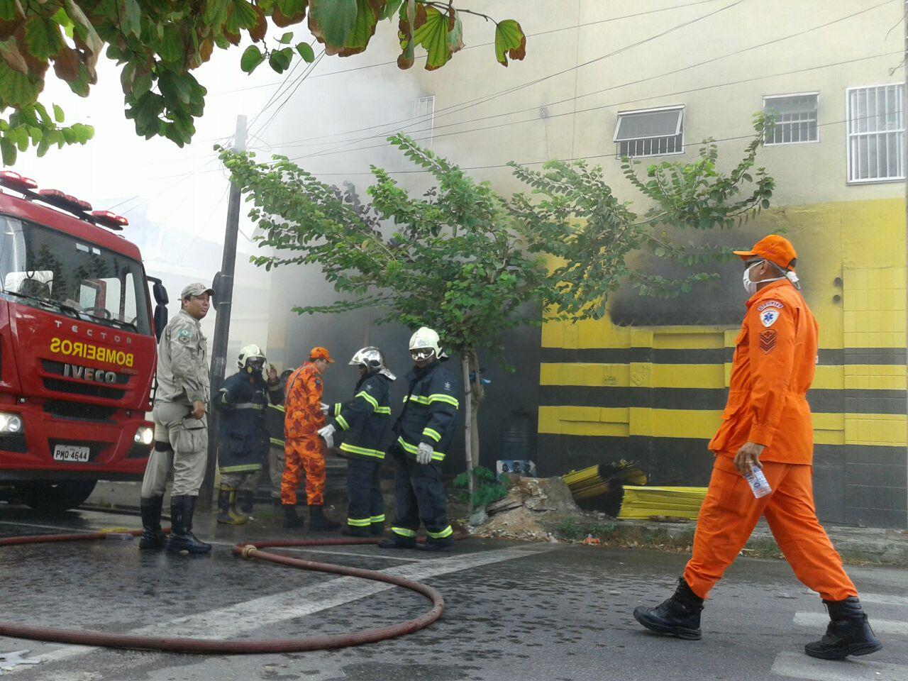 Incêndio ocorreu na manhã desta sexta-feira. Foto: FCO Fontenele/ O POVO