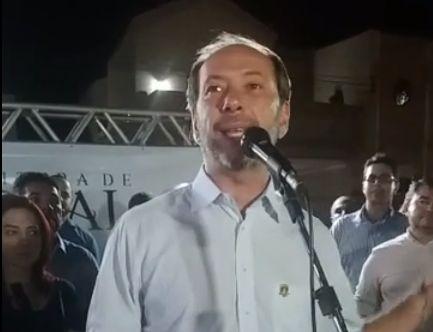 Ivo Gomes durante discurso em Sobral