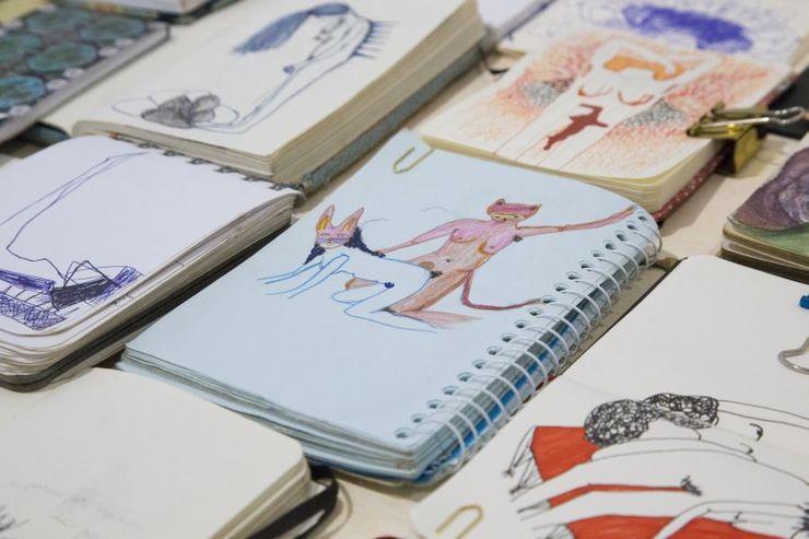 Páginas com desenhos de Simone Barreto
