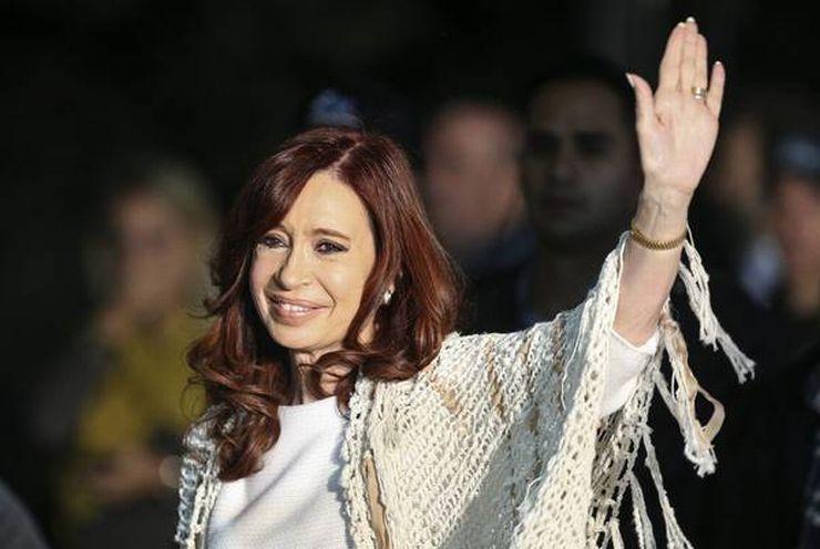 Cristina Kirchner acena