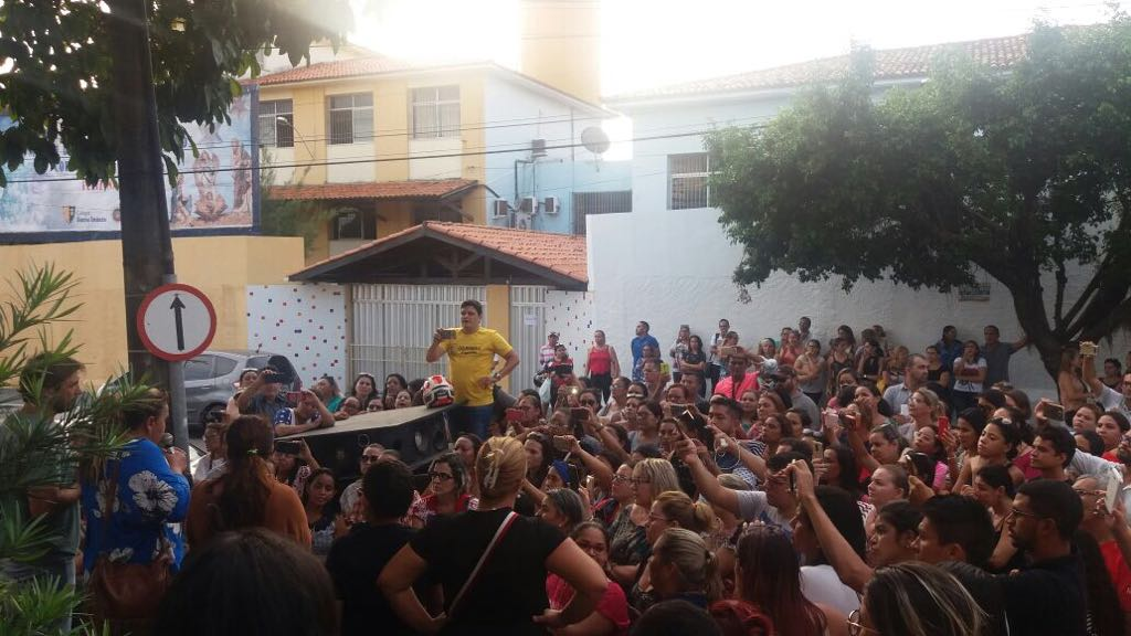 professores em protesto  (Foto: )