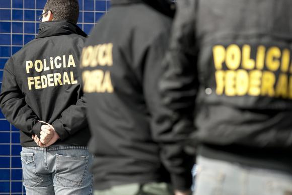 Agentes da PF (Foto: )