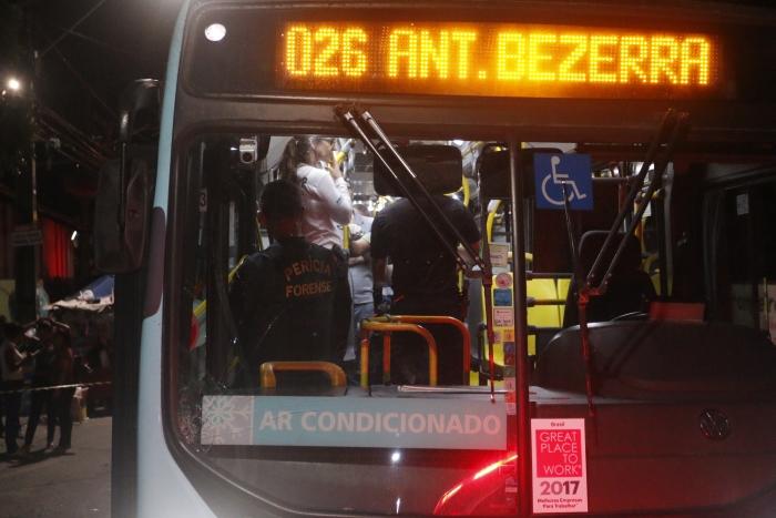 Foto do ônibus no qual ocorreu o crime