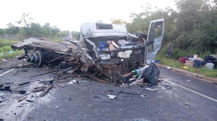 Destroços de caminhão