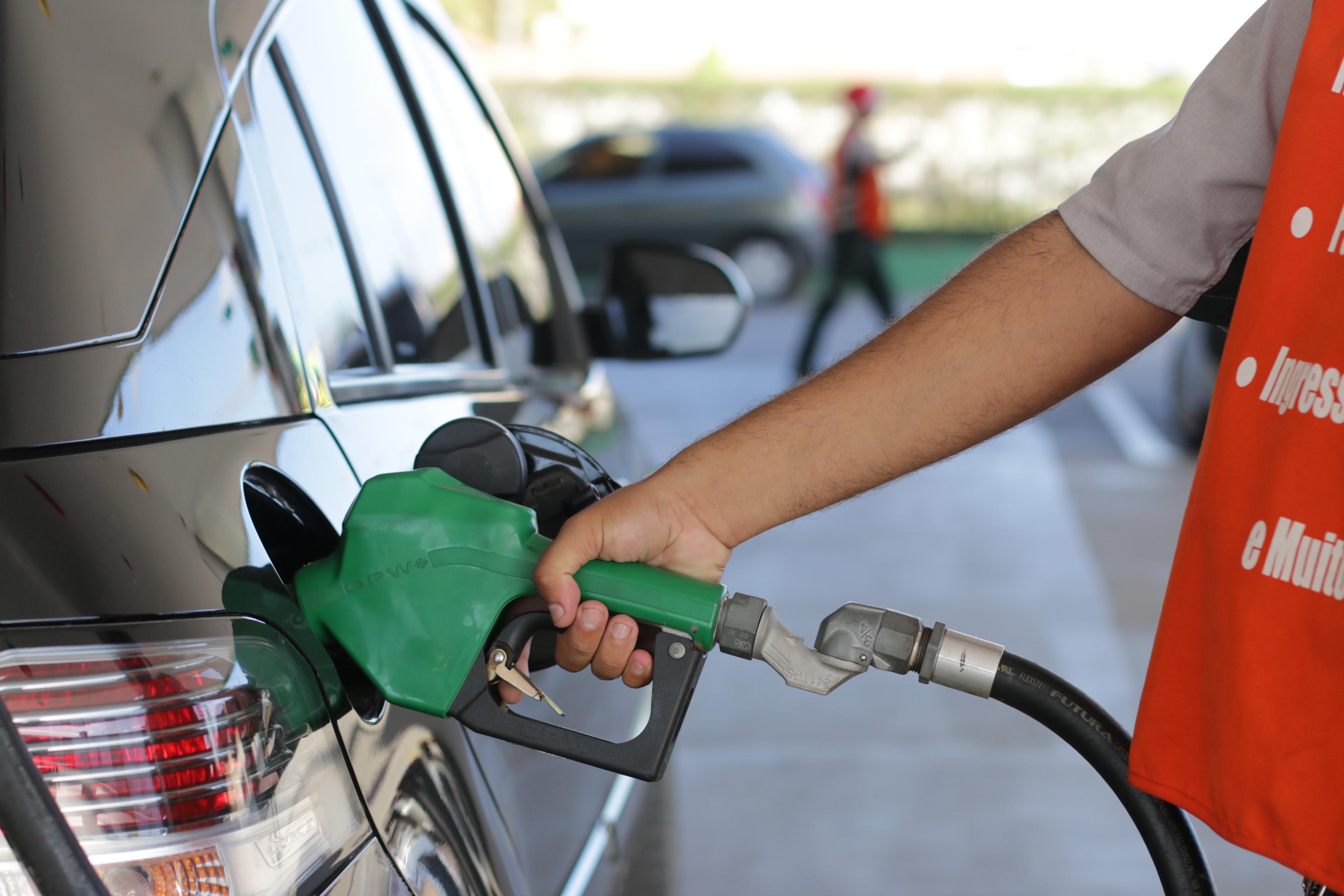 Resultado de imagem para adulteraçao gasolina
