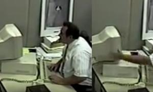 Câmera flagra momento em que funcionário de empresa tem acesso de fúria e destrói computador
