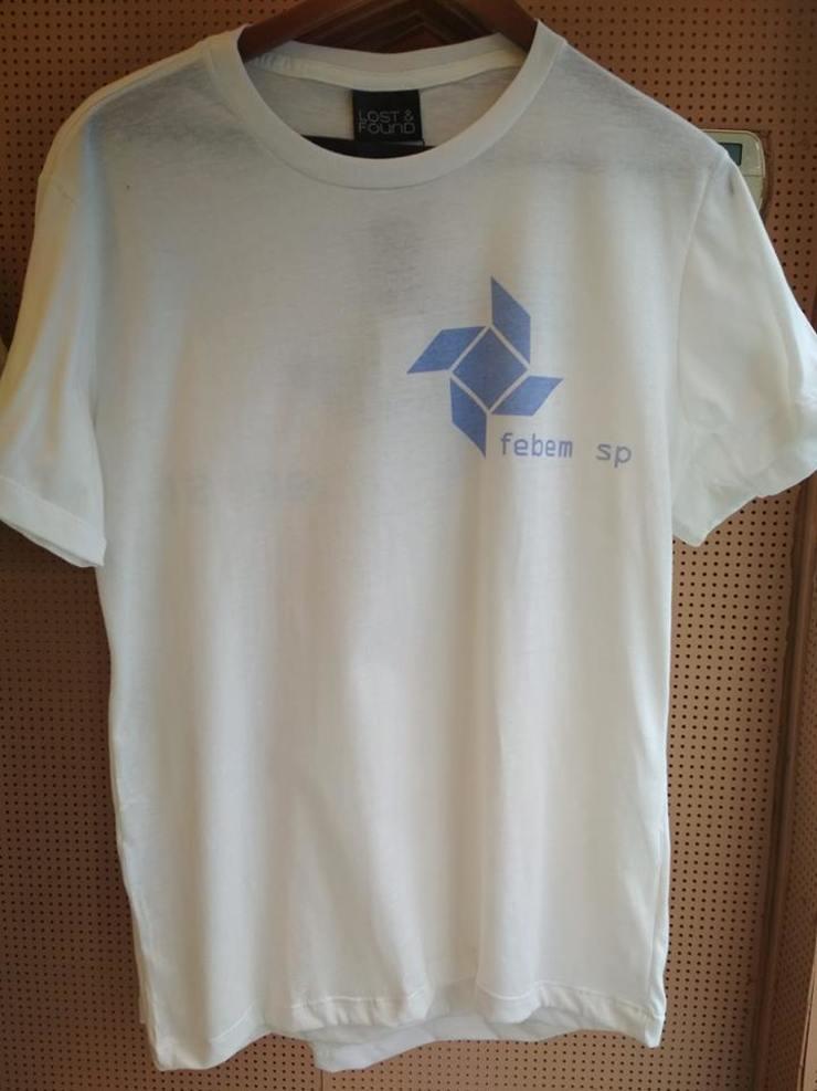 camisa com estampa da Febem