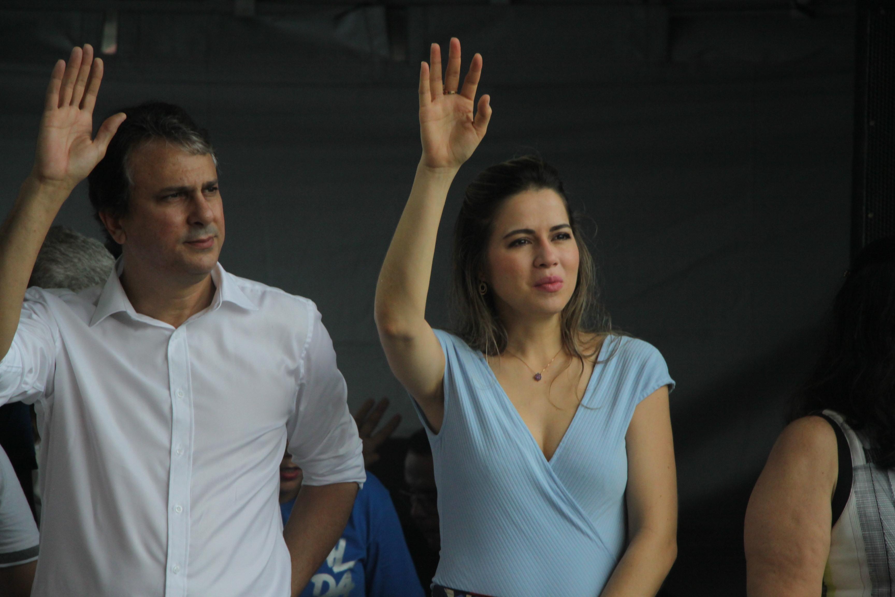 Camilo e Onélia saúdam público