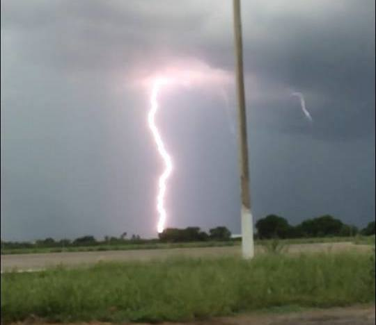 Chuva com raios, trovões e ventania causa estrago em Iguatu-CE