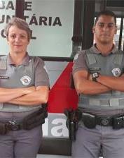A policial Vanusa Pereira e o colega, Lúcio Fernandes Lima Kruger, que ela salvou 19 anos atrás