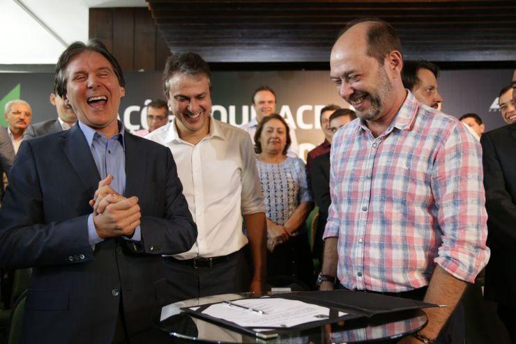 Eunício, Camilo Santana e Ivo Gomes estavam presentes no Palácio da Abolição