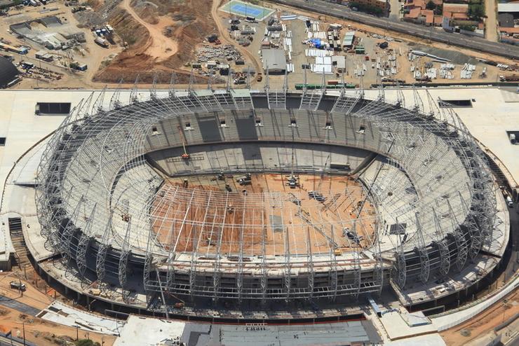 Imagem da Arena Castelão, vista de cima, durante as últimas obras