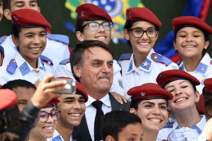 Bolsonaro critica PGR por denúncia de racismo e diz que tem ...