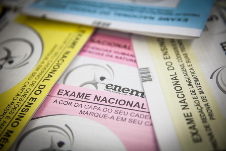 cadernos de provas do Enem.