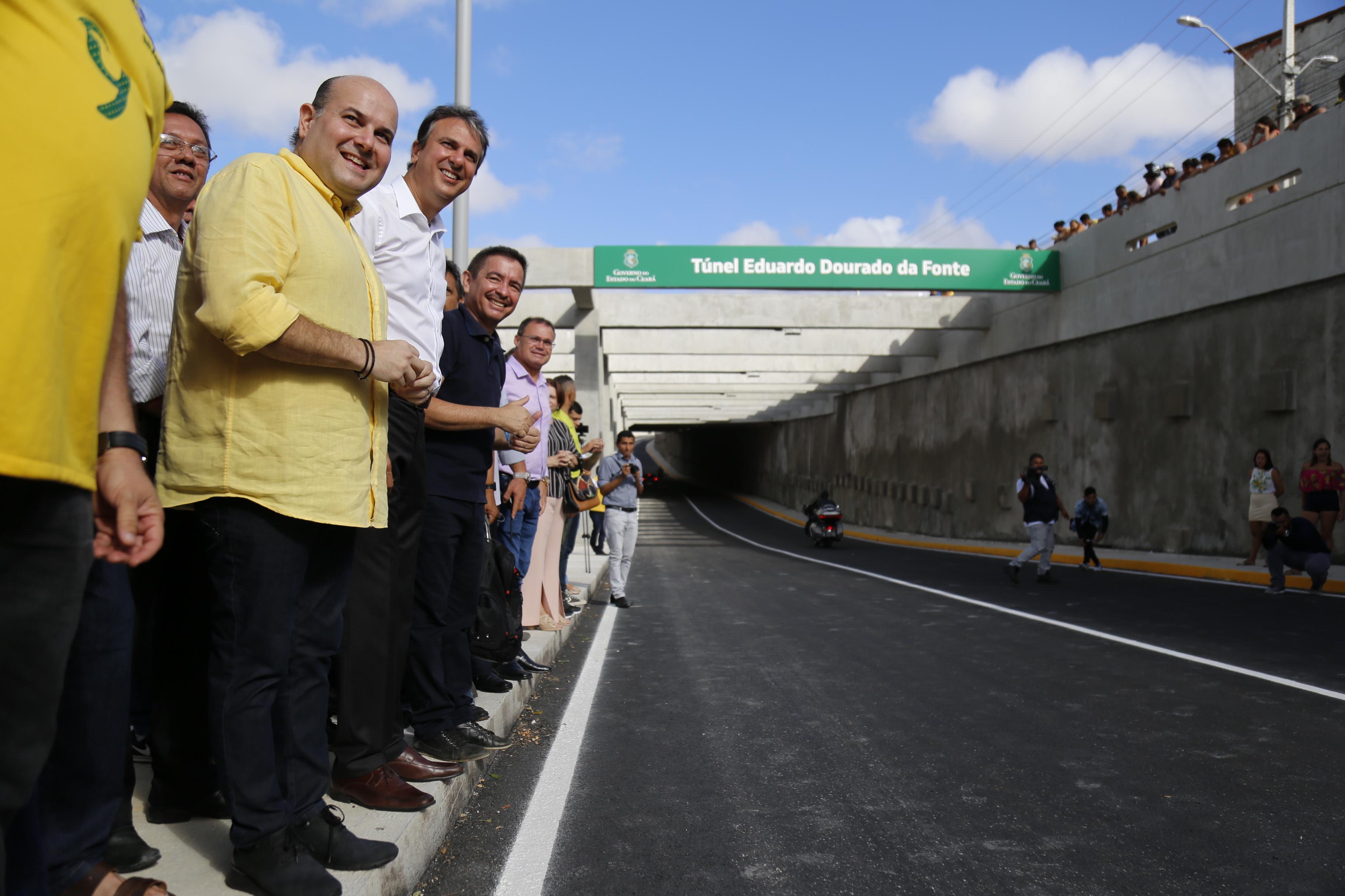 Camilo Santana, governador do Ceará, e Roberto Cláudio, prefeito de Fortaleza, na entrada do túnel da Avenida Borges de Melo