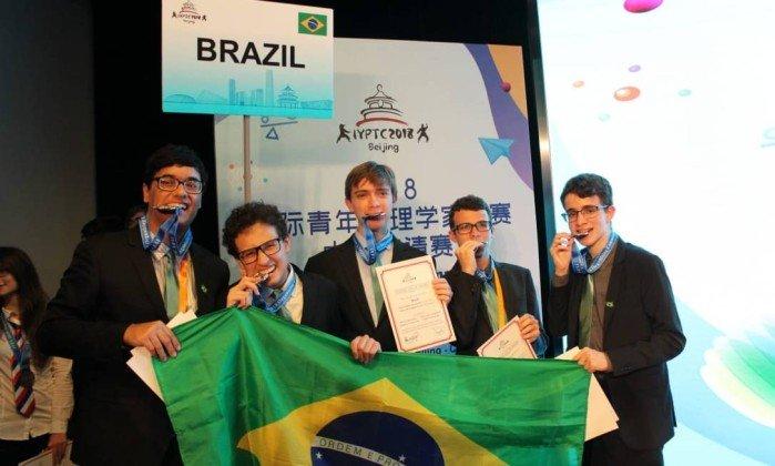Com estudante que vive em Fortaleza, Brasil ganha medalha de
