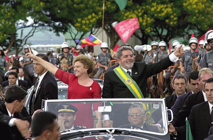 Lula desfila em carro aberto com Marisa Letícia