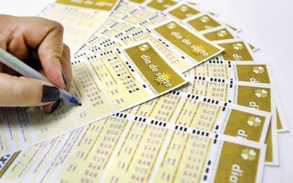 Cartelas de aposta na loteria Dia de Sorte