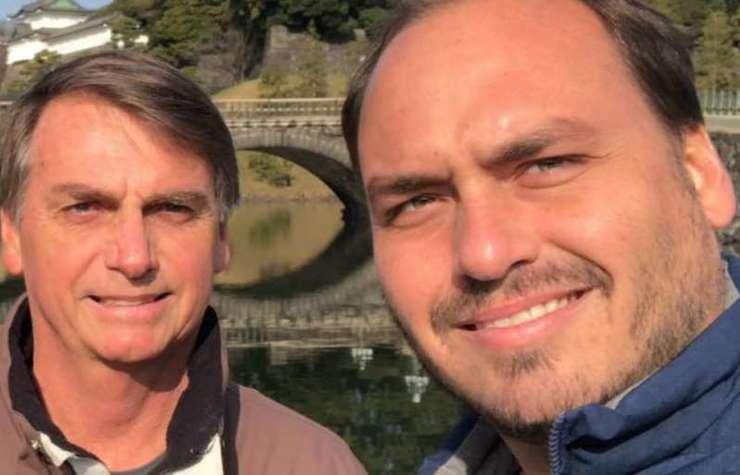 Jair Bolsonaro e Carlos Bolsonaro POL 15.05.2020 (Foto: Reproducao)