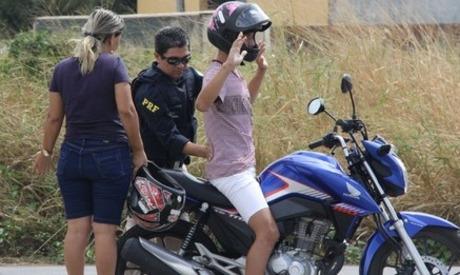 PRF aborda motociclista