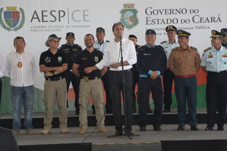 Camilo Santana e representantes das forças de segurança do Ceará