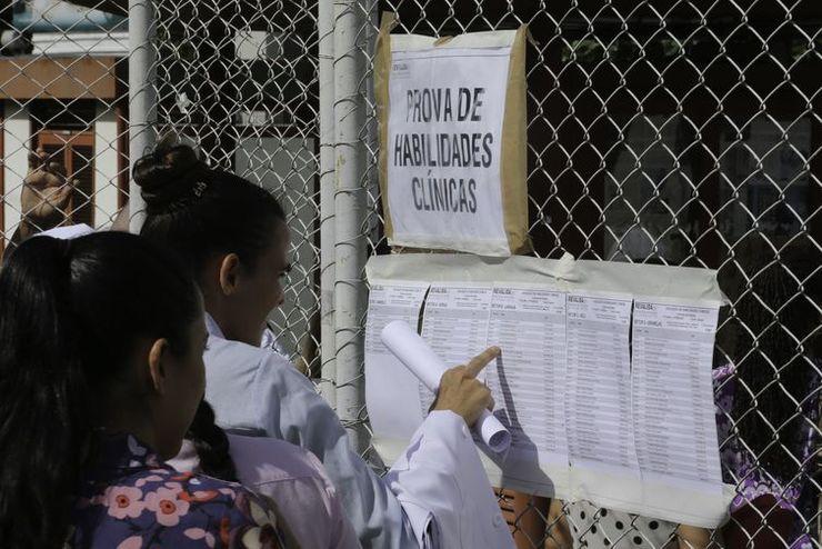 Médicos realizam o exame Revalida neste fim de semana