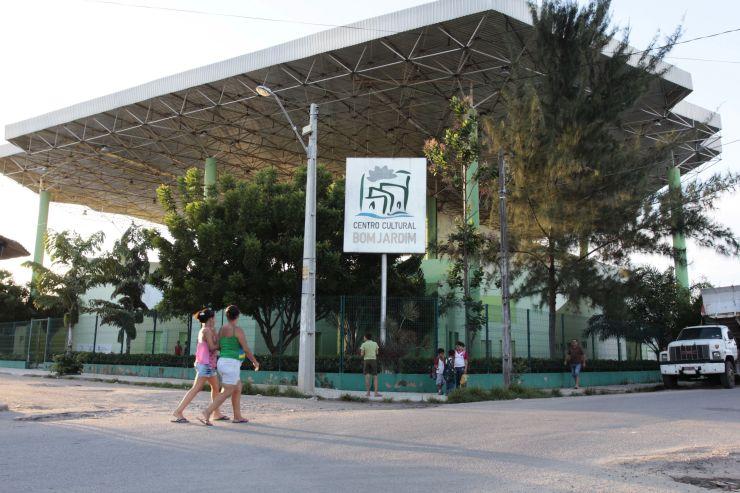 Frente do Centro Cultural Bom Jardim