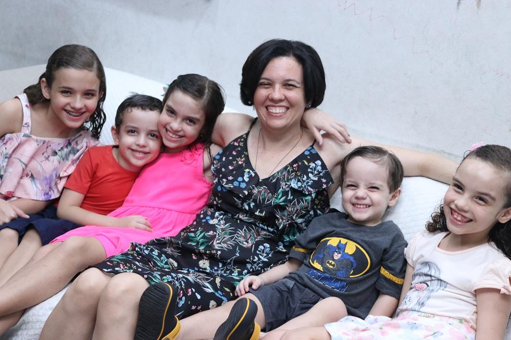 Mãe de cinco crianças com idades entre três e 11 anos, a analista de sistemas Lilia Ramalho Martins pensa bem antes de levar os filhos ao hospital.