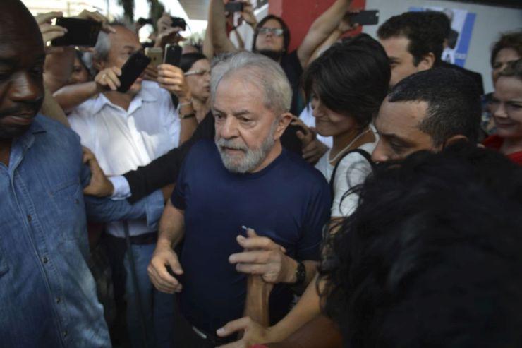 Ex-presidente Lula participou de ato antes de ser levado à sede da Polícia Federal no dia 7 de abril