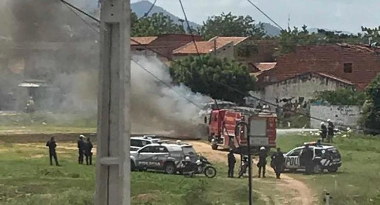 Resultado de imagem para Topique é incendiada em Sobral no quarto dia de ataques no Ceará