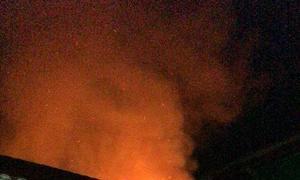 Escola sendo incendiada
