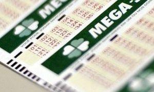 Vários cartões de jogos da Mega-Sena